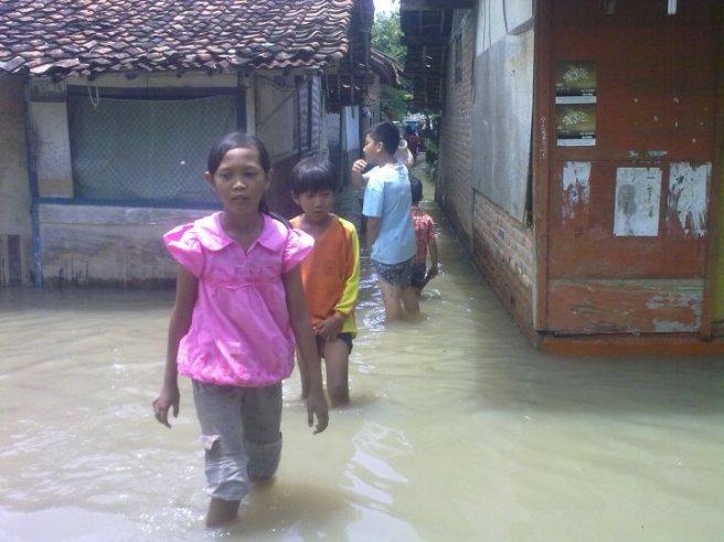 Banjir Karawang 25 Maret 2010 Paracis Tanjung Pura Karawang