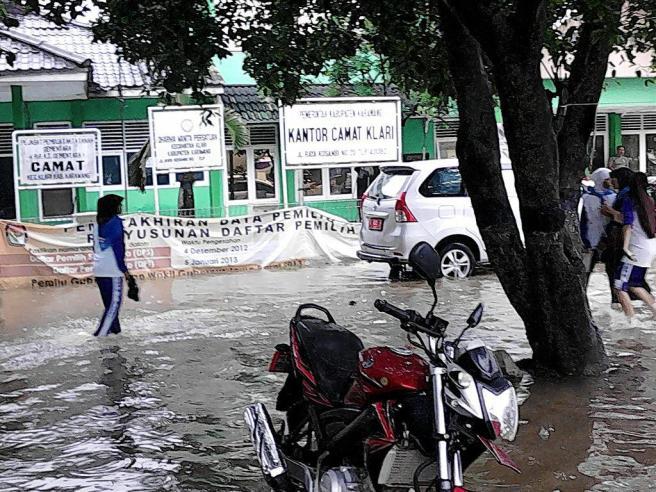 foto banjir karawang 2013